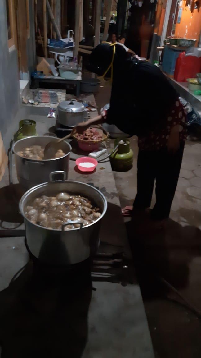 Dapur Umum di Posko GT Covid-19 Tingkat RW