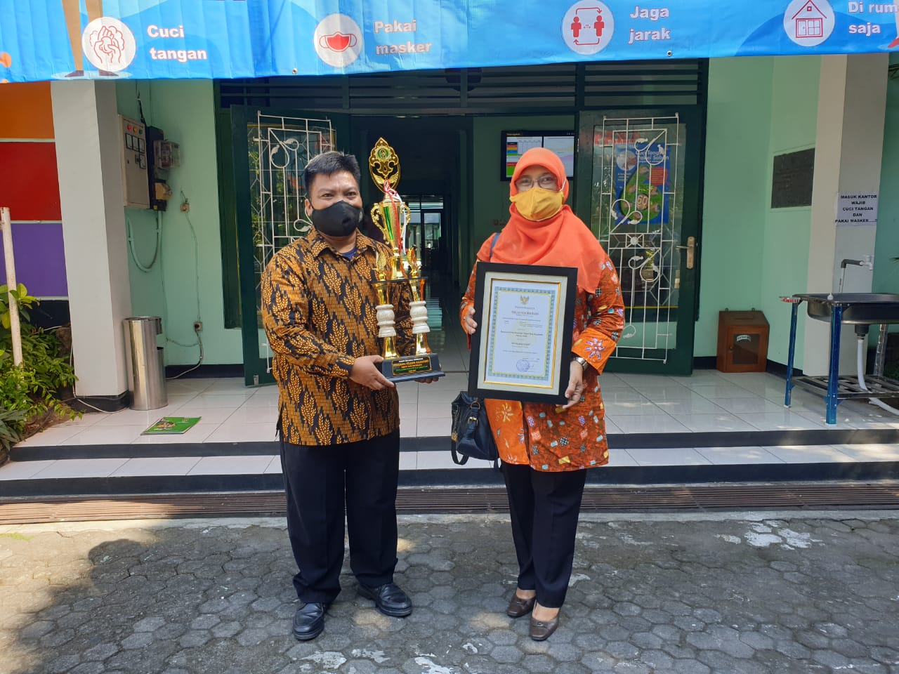 Warga Kelurahan Purbayan Menerima Penghargaan Perintis Lingkungan Kalpataru Kota Yogyakarta Tahun 2020